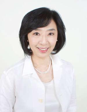 特別講師である黒田育美先生は、NHKから独立後、報道の第一線で活躍されてきました。「伝わる声」のスペシャリストとして、多くの講演をこなす一方、群読プロジェクトも主宰されています。